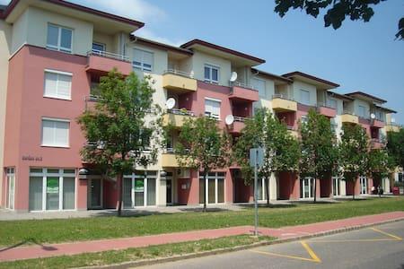 Csabai Apartman - Bük - Apartamento