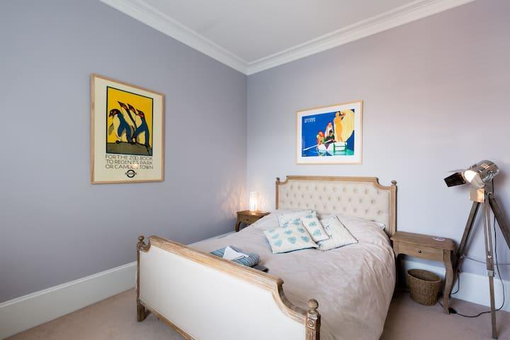 Comfy bed in a lovely Cheltenham family home - Cheltenham - Casa adossada