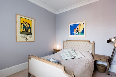 Comfy bed in a lovely Cheltenham family home - 切爾滕納姆 - 連棟住宅