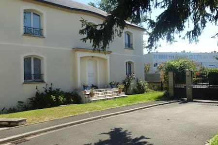 Bed and Breakfast, private bathroom, 2 guests - Créteil