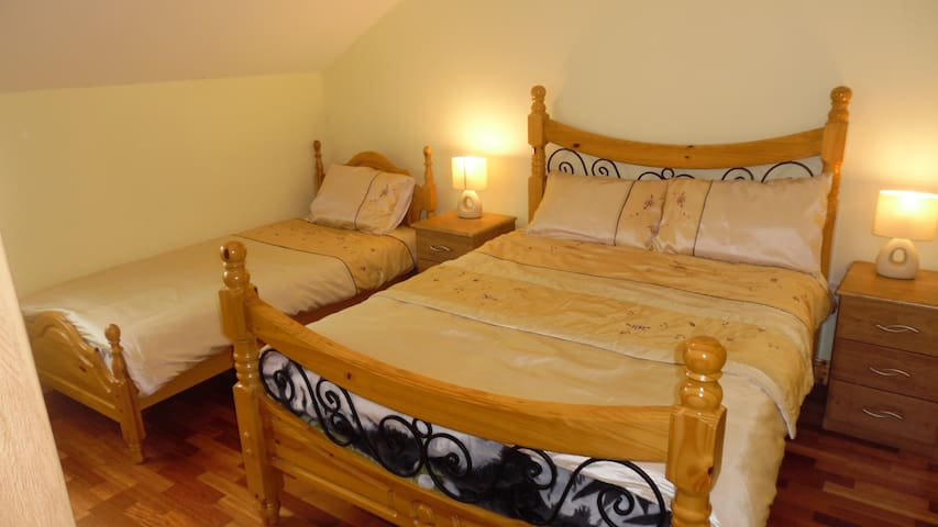 Slieve League Inn - Double + Single En Suite Room
