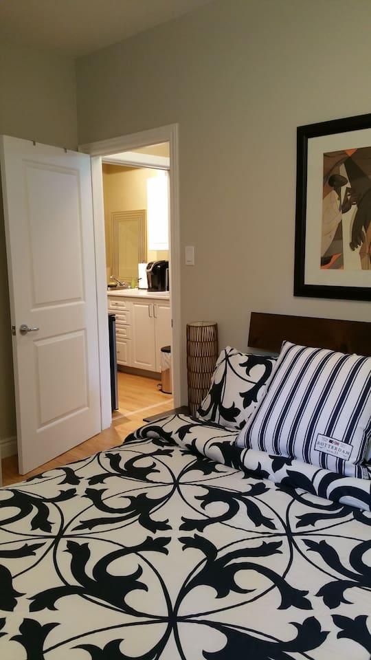 Same bedroom - different linen