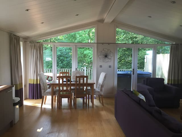 Luxury 3 bed lodge with hot tub - Gisburn