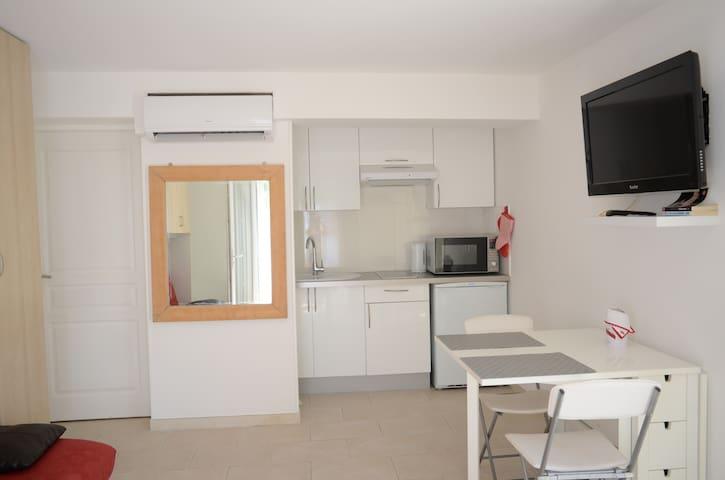 Studio indépendant dans villa