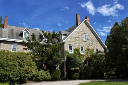 Historic home by the sea - YR - Narragansett