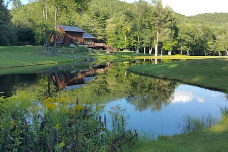 The Tartan Rabbit House w/ Pond, River & 15 Acres - South Sutton - 獨棟