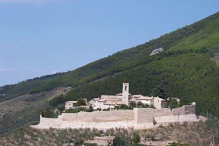 Antico Casale in pietra con piscina - Campello Alto - วิลล่า