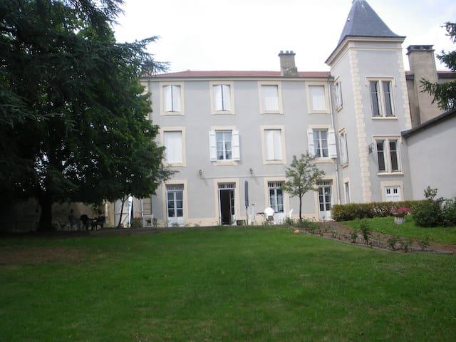 Maison bourgeoise au calme - l'Etrat - วิลล่า