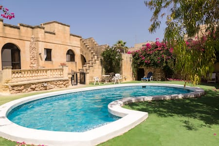 Private Double in houseshare + pool