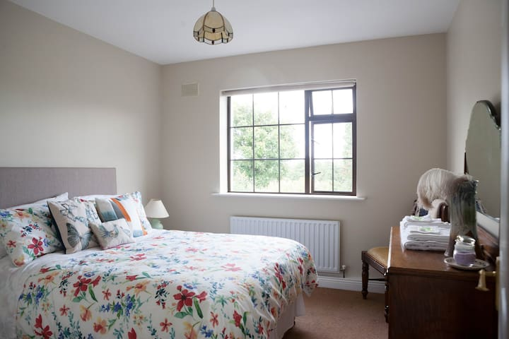 Cosy, Bright, Elegant Double Room - Borris - Huis