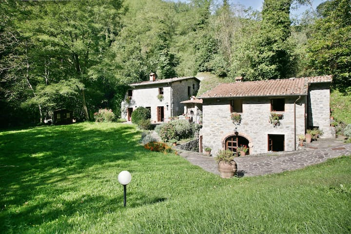 Tuscany, Lucca - Stone Cottages on the River - Lucca - Villa