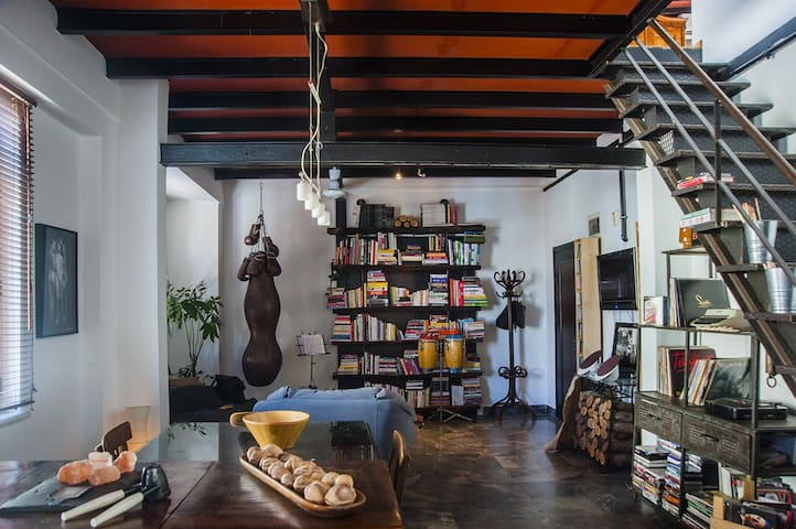 A loft in Galata w / panoramic view - Istanbul - Apartment