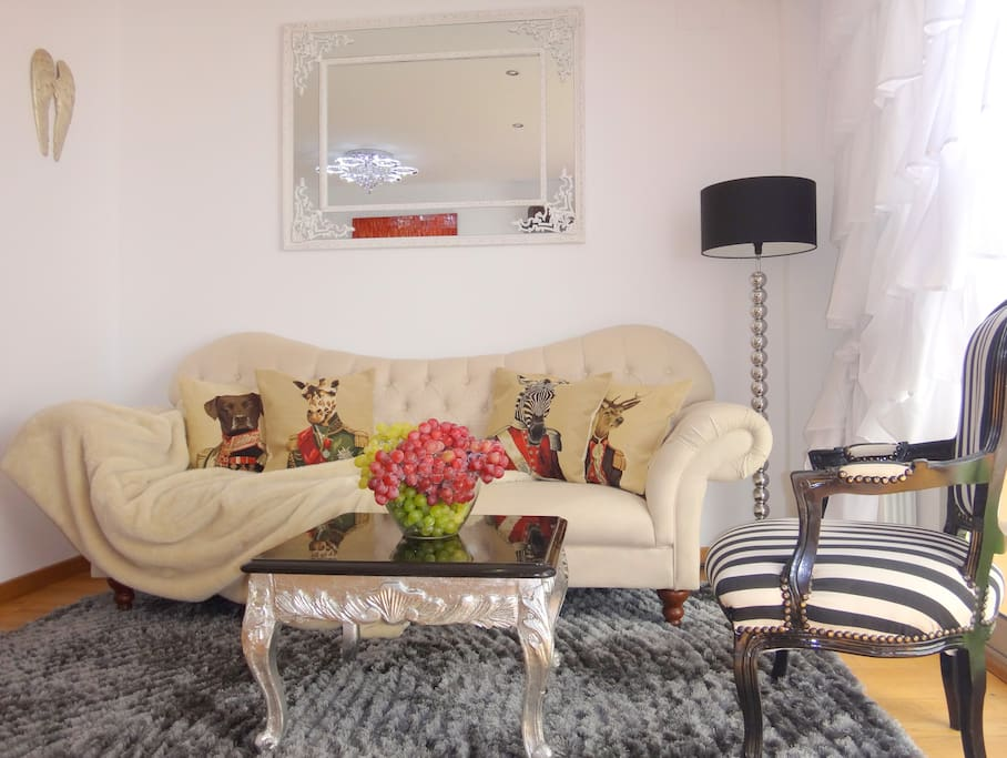 DELUXE SUITE WITH SUNNY GARDEN • 2 BDRMS • 5★★★★★