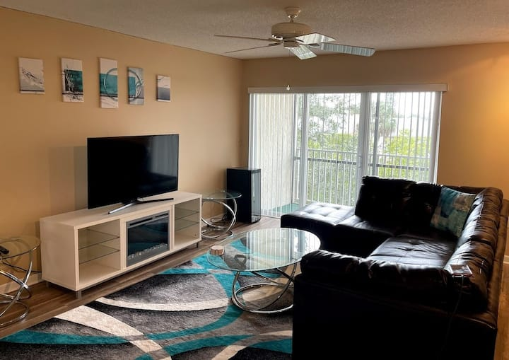 Stylish Condo in N St. Pete. Close to Everything!!