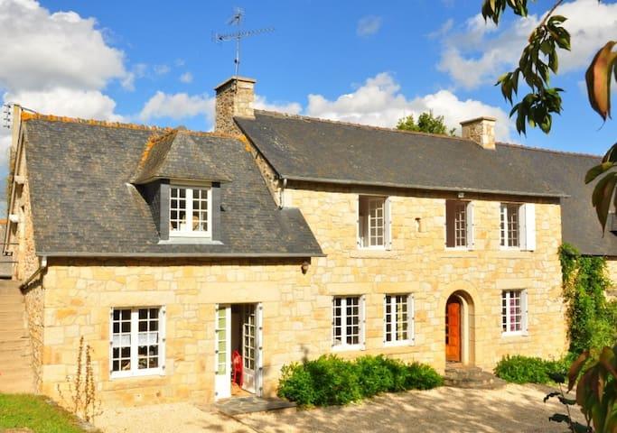 Grande maison à la campagne