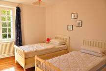 Chambre 1: deux lits une personne.