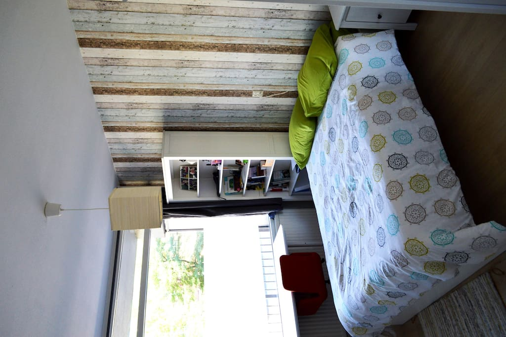 Quiet location and big comfortable bed!
