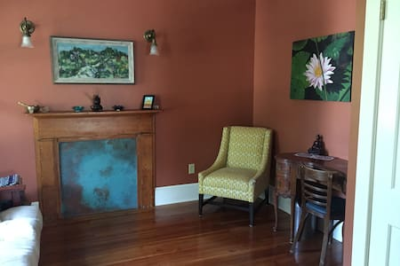 1Bd Cozy and Charming Escape - Mt Rainier - Talo