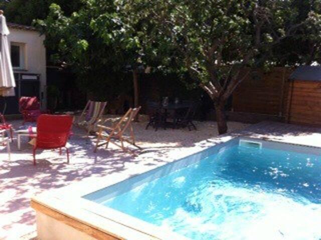 Belle maison de ville avec piscine - Marseille - Haus