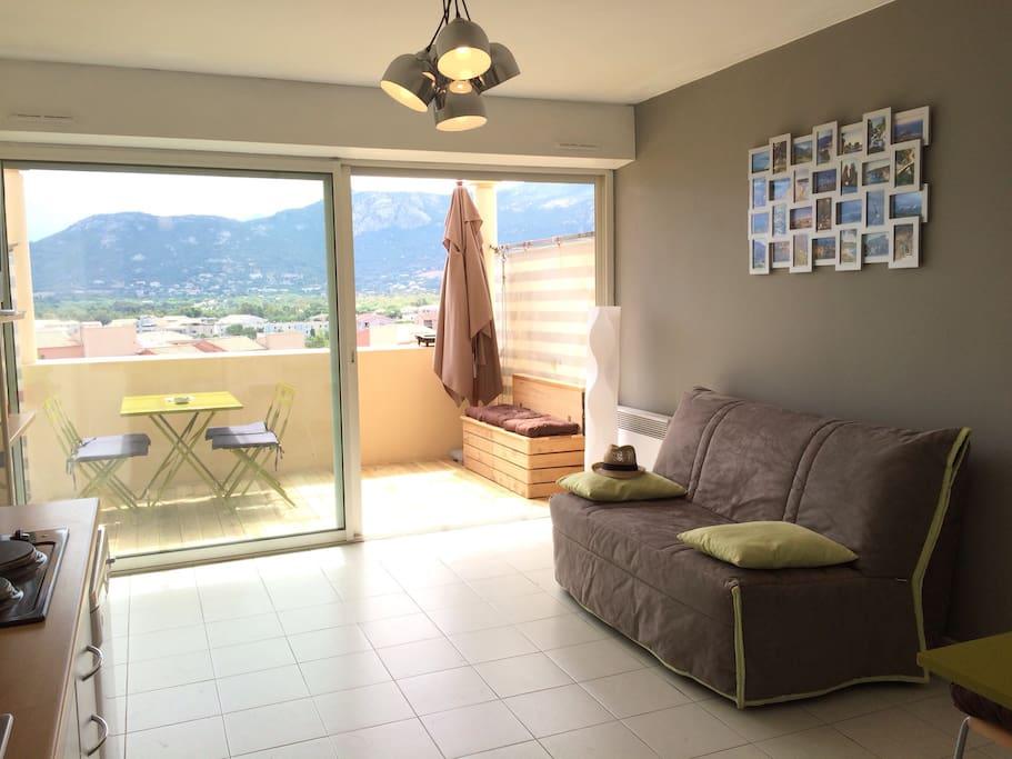 Salon sur terrasse avec canapé lit