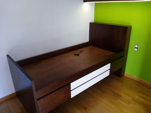 "Habitación privada, con cama ""nido"" - Girona - Bed & Breakfast"