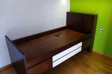 """Habitación privada, con cama """"nido"""" - Girona"""
