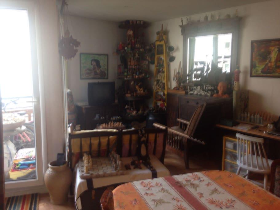 Petite chambre calme avec breakfast appartements louer for Louer chambre sans fenetre