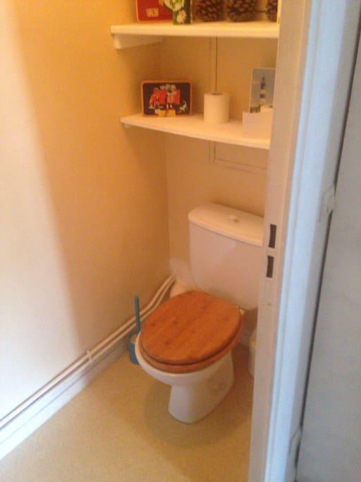 toilettes (indépendant de la salle d'eau).