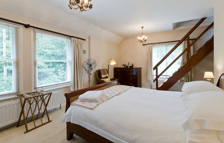 Peaceful double room in quiet house - Wargrave - บ้าน
