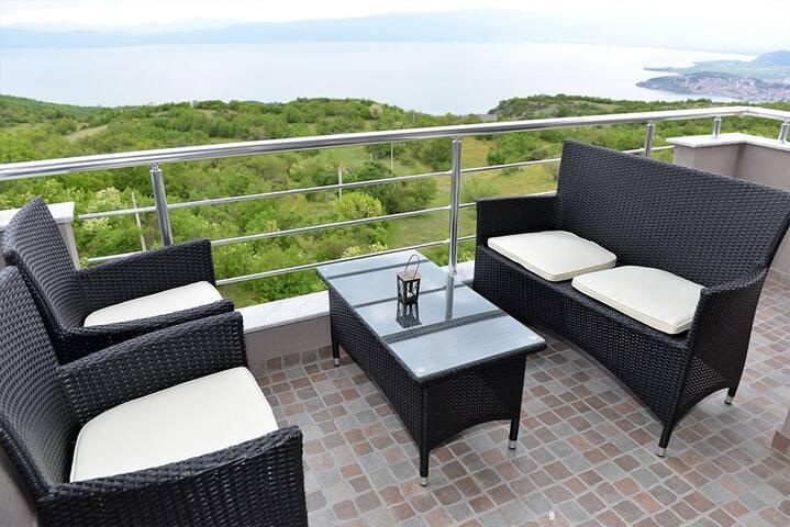 Velestovo House -Superior Apartment - Ohrid - Hus
