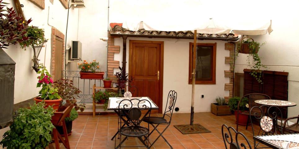 Habitación 5 (matrimonio ) Parque - Arguedas - Huis