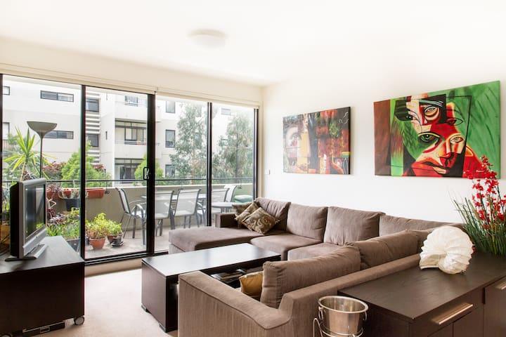Private Modern Melbourne Apartment - Kensington - Apartment