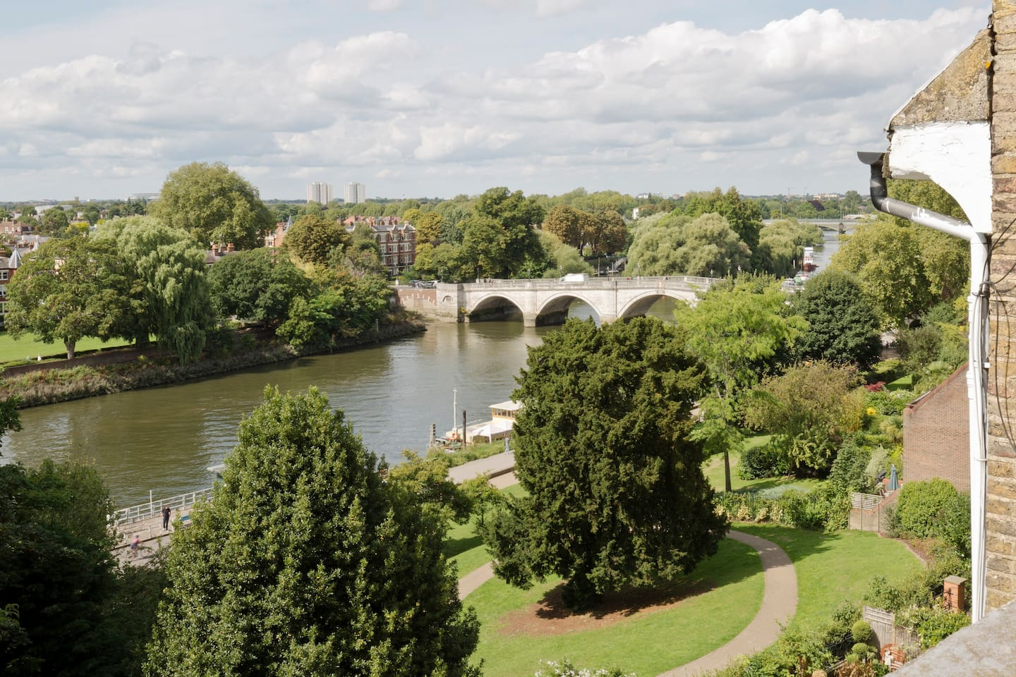 The view of the river and Richmond Bridge