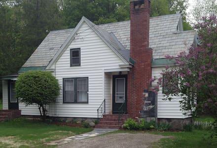 Charming Vermont Getaway - แบรนดอน - บ้าน