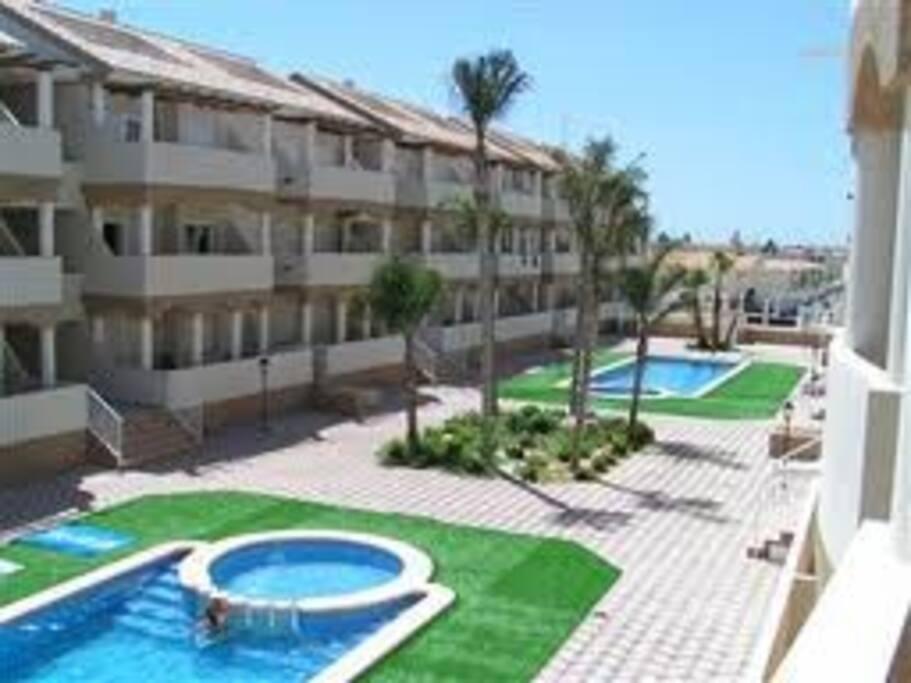 Atico duplex con piscina apartamentos en alquiler en for Camping con piscina climatizada en comunidad valenciana
