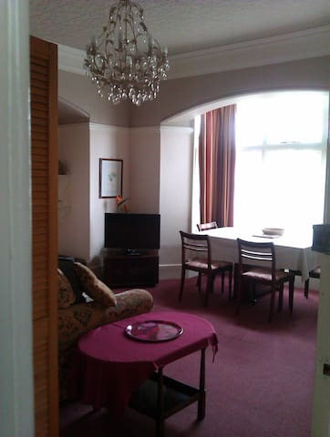 Flat 2 - One bedroom self contained twin bed flat