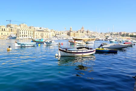 Isla townhouse with marina views - Senglea