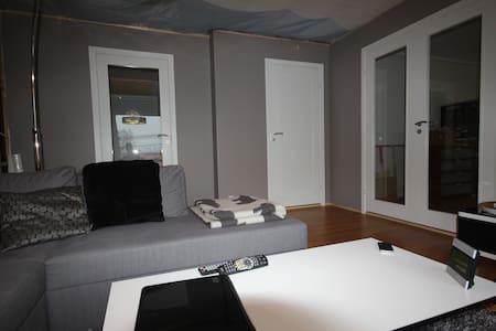 Rom 8m2 i stor lys leilighet - Bergen - Huvila