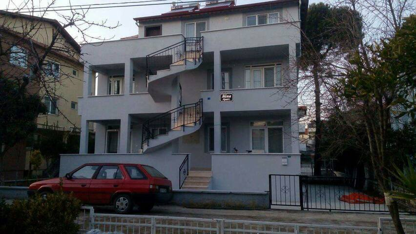1+1 ve 2+1 denize 100 mt full eşya - Burhaniye - Apartment
