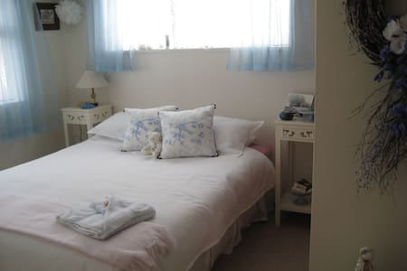 Private Peaceful Townhouse (Room 2 of 2) - Oamaru - Townhouse