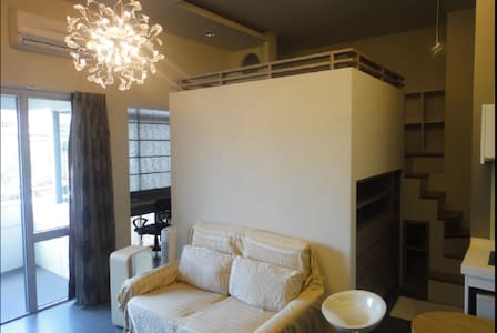 Loft two beds room-near MRT/45mins by airport bus