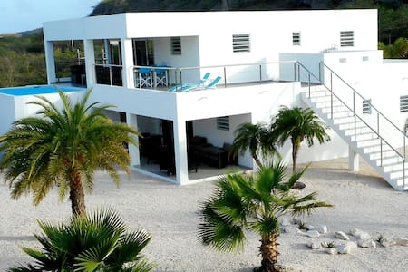 Villa Curacao 300 metres from beach - Villa