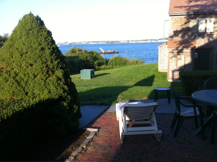 Roomy Townhouse w/ Newport Bay View