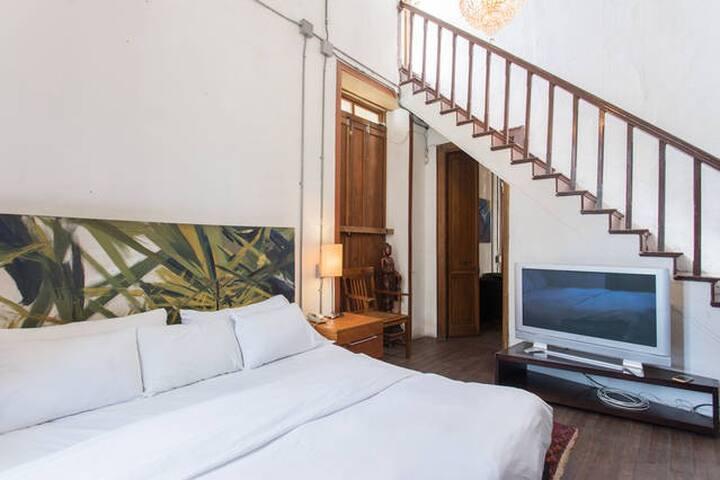Suite in the Patrimonial Mansion - Medellín - Bed & Breakfast