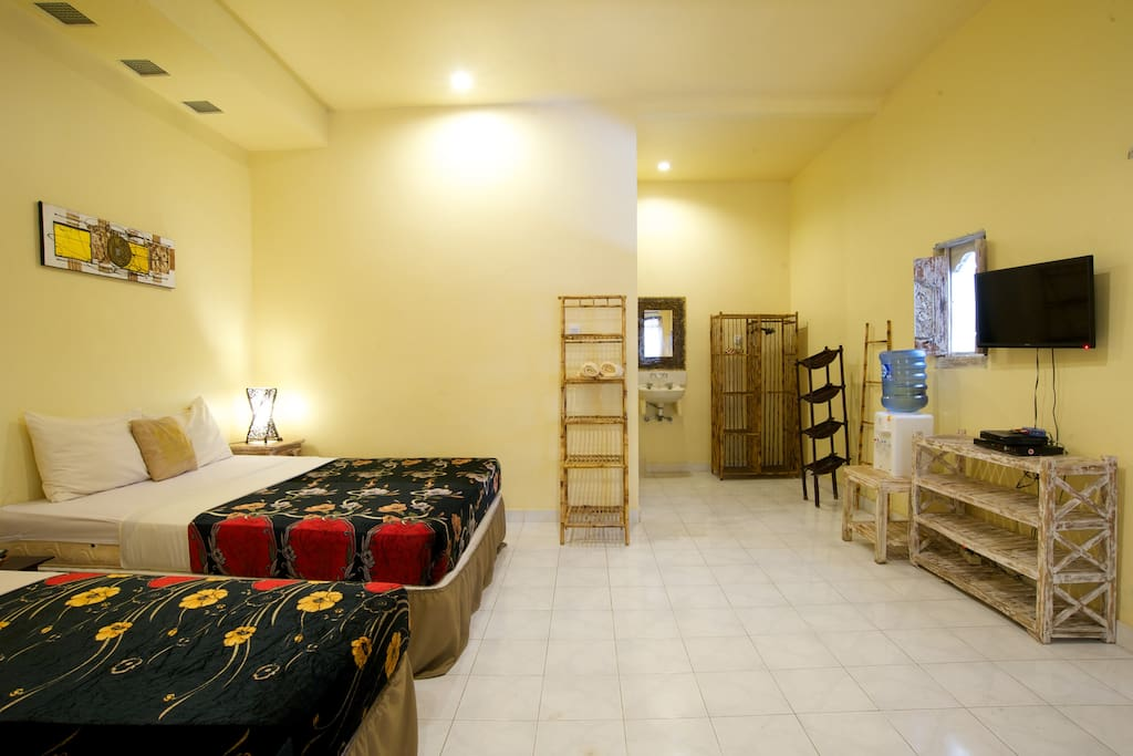 8- 3 Queen Beds,2 Br,2Bath Legian Villa