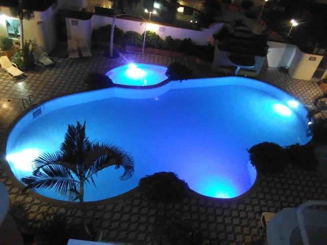 Tonsupa: 6 pax, cómodo y con piscina