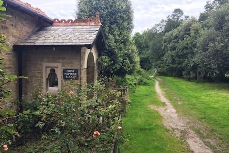 Charming Lodge on footpath to beach - Fowey