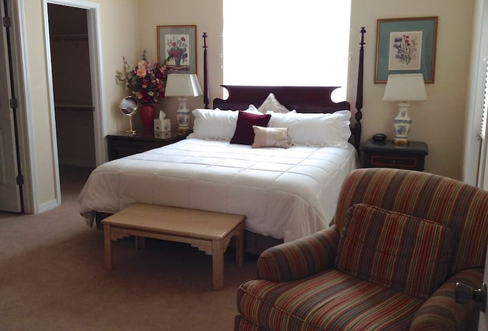Bridal Suite @ Rocky Farm B&B ~ Radiant & Classy! - King Hill
