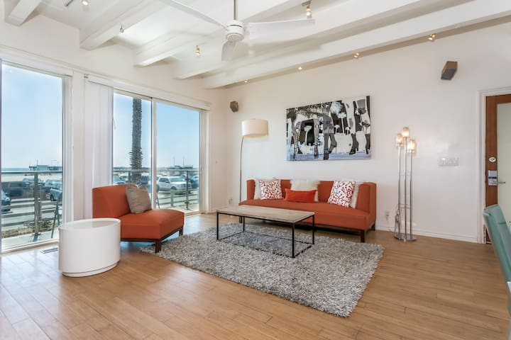 Beautiful 2BR Direct Oceanfront - Marina del Rey - House