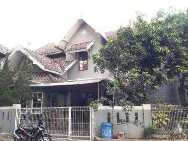 Homestay in Jalan Kaliurang - Ngaglik - Hus
